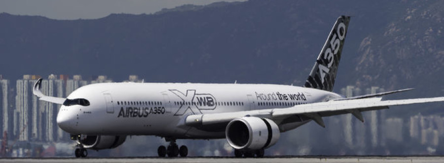 Airbus A350 XWB Touches down in Hong Kong
